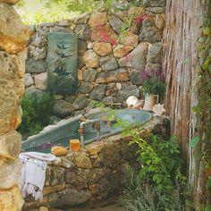 Cottage outdoor bath tub www.hansenlandscape.com