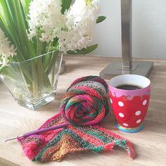 Zoooo dat zijn de betere ziekenhuisbezoekjes! Zó snel klaar zijn dat je niet hoeft te betalen voor het parkeren .... Maar de chirurg was dik tevreden. Herstel verloopt goed zolang ik maar niet teveel te snel doe.... Goh kent hij me?!? Nu eerst koffie! Coffee and crochet... Perfect combination! #coffee #coffeeandcrochet #crochet #croché #crochê #haken #häkeln #hekle #hækle #hæklet #hækling #virka #örgü #ganchillo #instacrochet #crochetersofinstagram #crochetaddict #millecolori #yarnlove by…
