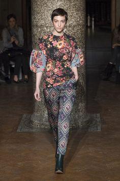 Emilia Wickstead aposta em vestidos românticos para o inverno 2018 - Vogue   Desfiles