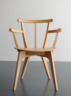 Beetle Chair. Oak veneer, beech wood by Commoc.