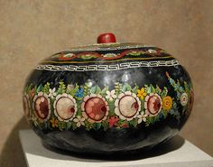 lacquered gourd bowl from the Olinala area of Guerrero, Mexico. Photo by Karen Elwell