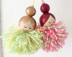 Pompon dolls - DIY Making lucky dolls from wooden beads and pompons - Diy Crafts For Your Room, Crafts For Teens To Make, Fun Diy Crafts, Kids Crafts, Doll Crafts, Yarn Crafts, Bead Crafts, Crafts To Sell, Holiday Crafts