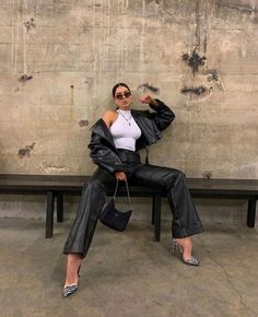 She bad. 🎱 Wearing trousers and jackets from Mode Outfits, Chic Outfits, Trendy Outfits, Fashion Outfits, Fashion Trends, Fashion Clothes, Fashion Ideas, Summer Outfits, Fashion Women