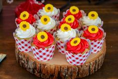Loving the cupcakes at this Minnie Mouse birthday party! See more party  ideas and share yours at CatchMyParty.com #catchmyparty #partyideas  #minniemouse #minniemousecupcakes #minniemouseparty #farmparty  #sunflower #flowerparty #gardenparty
