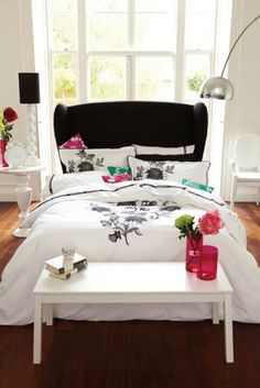 Cool single bed with featured head