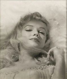 Find images and videos about beauty, Marilyn Monroe and black and white on We Heart It - the app to get lost in what you love. Hollywood Glamour, Classic Hollywood, Old Hollywood, Marilyn Monroe Fotos, Marilyn Monroe Body, Black White, Marlene Dietrich, Deneuve, Norma Jeane