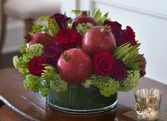 & Flowers: Decorating For Your Wedding Day: Red and Green Centerpieces You Can Make Yourself Fruit Centerpieces, Fruit Decorations, Decoration Table, Wedding Decorations, Rosh Hashana Decorations, Greenery Centerpiece, Wedding Centerpieces, Christmas Arrangements, Fruit Arrangements