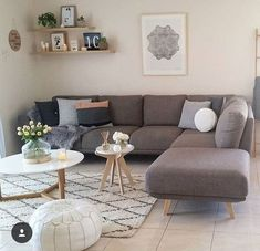 Keep updated with the newest small living room decoration some ideas (chic & modern). Discover excellent techniques for getting fashionable style even although you have a small living room. Classy Living Room, Living Room Grey, Living Room Modern, Home Living Room, Interior Design Living Room, Living Room Designs, Small Apartment Living, Small Apartments, Tiny Living