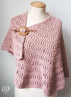 Beautifully soft, with a bit of weight to make it comforting to wear, The Simply Casual Small Shawl Pattern can be customized to any size easily. Chunky Crochet, Crochet Poncho, Lace Knitting, Easy Crochet, Crochet Scarfs, Crochet Stitches, Crochet Wrap Pattern, Crochet Shawls And Wraps, Shawl Patterns