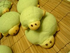 ♥Turtle Shaped Bread♥ Cookie dough around the sweet soft bread. You can find these bread at bakery in Japan called MELON-PAN (bread). Doesn't taste like melon, only the looks. Happy Cooking! T305