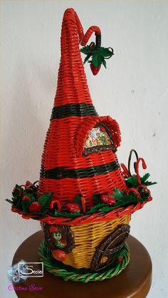 Cristina Sosio - Creativa. Casetta degli Elfi delle fragole. Realizzata con tubicini di carta.
