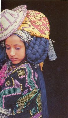 girl from yemen, all dressed up Traditional Fashion, Traditional Dresses, Yemen Women, Folk Costume, Costumes, Beautiful People, Beautiful Women, Anthropologie, Indigenous Art