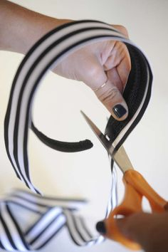 DIY Hair Accessory Tutorials - The 'Grosgrain Ribbon Headband' Can Be Replicated with Ease (GALLERY)