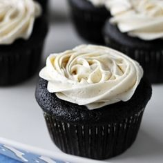 Extra rich & chocolatey cupcakes with vanilla bean buttercream. Oh, and they are filled with ganache. I'm in lurve!