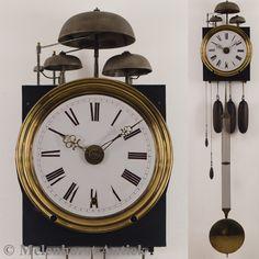 Een antieke stationscomtoise uit Frankrijk, datering: ca. 1880 met een banjoslinger en wekkerwerk. Met drie jaar garantie en een certificaat van echtheid.