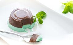 La panna cotta menta e cioccolato è un dolce bello da vedere e buono da…