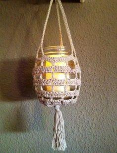 Macetero o portavela Crochet Kitchen, Crochet Home, Crochet Gifts, Easy Crochet, Knit Crochet, Crochet Flower Patterns, Crochet Flowers, Crochet Jar Covers, Crochet Plant Hanger