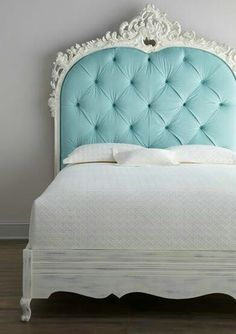 Love this headboard. I like the light blue but I'd prefer in purple or black.