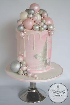 Bridal shower cake – by Tastefully Yours Cake Art - Cake Decorating Simple Ideen Fondant Wedding Cakes, Buttercream Wedding Cake, Fondant Cakes, Cupcake Cakes, Party Cupcakes, Pretty Cakes, Beautiful Cakes, Amazing Cakes, Fondant Girl