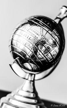 https://flic.kr/p/x1hikj | Metal Globe Black and White by Domi RCHX | Globe Metal Noir et Blanc par Domi RCHX