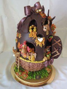 """""""IL CONDOMINIO"""" simpatico grosso uovo in cioccolato trasformato in condominio per  simpatici animaletti. Tutto comunque da mangiare."""