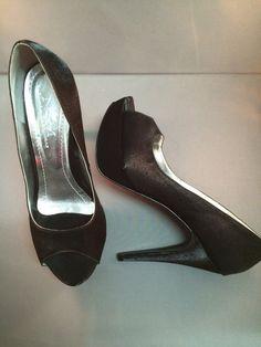 Peep toe meia pata em cetim preto
