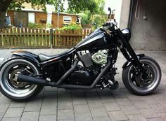 I think that's the smoothest looking bobber I've ever seen. Old School Motorcycles, Vintage Motorcycles, Custom Motorcycles, Custom Bikes, Suzuki Volusia, M109, Bobber Bikes, Suzuki Motorcycle, Custom Bobber