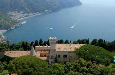 hotel de luxo Villa Cimbrone fica no topo de um penhasco dramático.  Foto cedida…