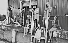 Senior Inspiration - Group Photography Posing A Shafer Photography Group Senior Pictures, Dance Pictures, Senior Photos, Senior Portraits, Group Photography Poses, Extended Family Photography, Best Friend Photography, Sister Poses, Friend Poses