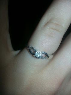 """""""My beautiful promise ring from my amazing boyfriend!!! ♡♡♡♡"""""""