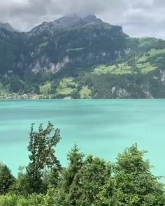Villa Discover beautiful green lake surrounded by mountains in Switzerland? beautiful green lake surrounded by mountains in Switzerland? Have you ever been to this beautiful country? Tag your travel partner Beautiful Photos Of Nature, Beautiful Places To Travel, Nature Pictures, Amazing Nature, Beautiful Beaches, Cool Places To Visit, Wonderful Places, Beautiful Landscapes, Places To Go