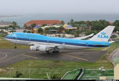 KLM - Royal Dutch Airlines Boeing 747-406 Philipsburg / St. Maarten - Princess Juliana (SXM / TNCM) St. Maarten, July 2, 2006