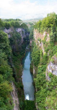 Viaggiando nel Trentino. Una bellissima immagine creata sommando diversi scatti e poi unendoli con un programma di fotoritocco.