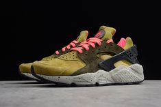 Designed by Tinker Hatfield, the Nike Huarache Run is an ultra comfortable running sneaker that was originally released in 1991. Nikes Air Huarache Run Premium sneaker features a neoprene and synthetic leather upper and a signature heel strap for extra support and structure with every stride. A padded and perforated tongue delivers enhanced comfort and breathability and underfoot, a foam midsole, Air-Sole cushioning and a rubber outsole with strategically placed pods provide traction Running Sneakers, Sneakers Nike, Huaraches Shoes, Tinker Hatfield, Nike Air Huarache, Strap Heels, Leather, Nike Tennis