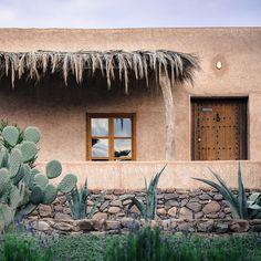 Berber Lodge Oumnas in Marrakech Home Design Decor, House Design, Cob House Interior, Restaurants, Mirror House, Adobe House, Desert Homes, Earth Homes, Building Exterior