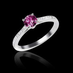 Bague Elodie saphir rose et pavage diamant en or blanc 18K. Disponible également en or jaune, pierres précieuses et pavage diamant, diamant noir, émeraude, rubis, saphir rose et bleu #bague #élodie #SaphirRose #OrBlanc #surmesure #BijouxFemme #joaillerie @JaubaletParis
