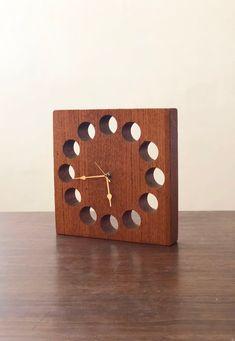 Handmade Wood Block Clock - New Deko Sites Cnc Wood, Reclaimed Wood Art, Clock Art, Diy Clock, Wall Clock Wooden, Wood Wall Art, Wall Clock Without Numbers, Craftsman Wall Clocks, Wood Projects