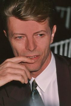 David Bowie looking dashing  'n' dapper.