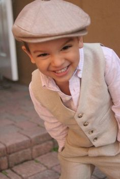 Absolutely adorable ring bearer Love the hat! Flower Girl Dresses and Ring Bearer Outfits Costume Garçon, Vintage Outfits, Ring Bearer Outfit, Page Boy, Rings For Girls, Look Vintage, Linen Pants, Linen Suit, Little Man