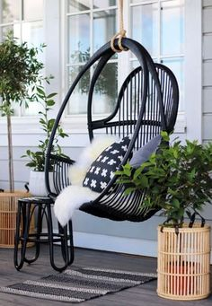 7 Fast And Easy Summer Decorating Ideas For Any Budget! Outdoor Spaces, Outdoor Living, Summer Cabins, Outside Patio, Balcony Design, Cottage Interiors, Outdoor Settings, Cozy Cottage, Scandinavian Home