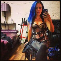 Alissa White- Gluz, Metal Rock Goddess of The Agonist & Arch Enemy. Heavy Metal Fashion, Heavy Metal Girl, Heavy Metal Bands, The Agonist, Emo, Music Rock, Ladies Of Metal, Suicide Girls, Alissa White