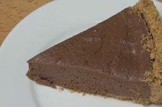 Ideale da consumare nei mesi estivi, la Cheesecake alla Nutella è un dolce gustoso senza cottura. Numerose la varianti, da quella col mascarpone a quella con la panna e il cocco.