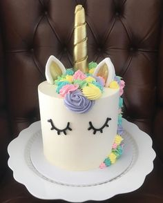 Add a touch of magic to your baking with these bright and beautiful unicorn cakes.      The unicorns are back! Following on from our previous post - 27 Magical Unicorn Inspired Products our favourite horned mythical animal