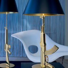 Helgevold Gruppen - En bordlampe for enhver anledning Philippe Starck, Guns, Sconces, Wall Lights, Table Lamp, Lighting, House, Decor Ideas, Home Decor