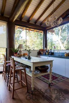 Farmhouse Interior, Kitchen Interior, Dirty Kitchen Design, Quinta Interior, Bamboo House Design, Outdoor Kitchen Plans, Cottage Kitchens, Kitchen Cabinet Doors, Beautiful Kitchens
