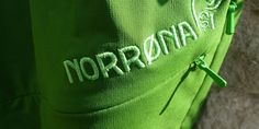 Unser heutiges Testprodukt kommt aus dem hohen Norden. Genauer gesagt 18,7 km westlich von Oslo. Hier liegt der Ort Hvalstad wo die Firma Norrøna ansässig ist, von welcher wir die fjørå lightweight Shorts für einen Praxistest erhalten haben. Wie sich das Nordlicht im Test schlägt, erfahrt ihr hier bei uns.