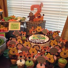Zoo themed party! Safari Theme Birthday, Zoo Birthday, Baby Boy Birthday, Birthday Ideas, Birthday Cakes, Combined Birthday Parties, Boy Birthday Parties, Animal Party, Party Planning