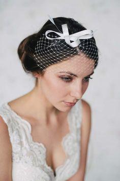 Die Schönmich Bridal-Kollektion 2016: Vintage-Zauber für die Brautfrisur ISHTAR NAJJAR http://www.hochzeitswahn.de/inspirationsideen/die-neue-schoenmich-accessoire-kollektion-2016-vintage-zauber-fuer-die-brautfrisur/ #hair #vintage #bridal