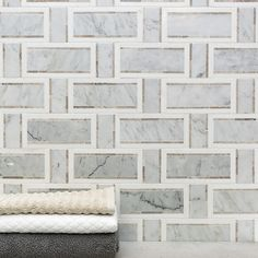 Ivy Hill Tile Mingle Thassos Interlocking Random Sized Marble Mosaic Tile in White Carrara/Gray French Country Kitchens, French Country Style, French Country Decorating, Country Bathrooms, French Country Bathroom Ideas, French Bathroom Decor, Small Bathrooms, Marble Mosaic, Glass Mosaic Tiles