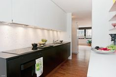 I like this.  the white on top would make the kitchen feel bigger.  i like the contrast